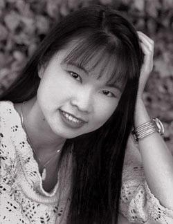 黃衣戰士Thuy Trang.jpg