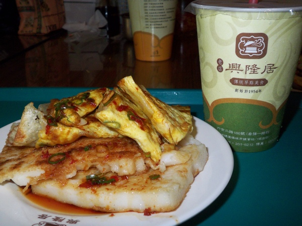 興隆居蛋餅+蘿蔔糕+紅茶豆漿