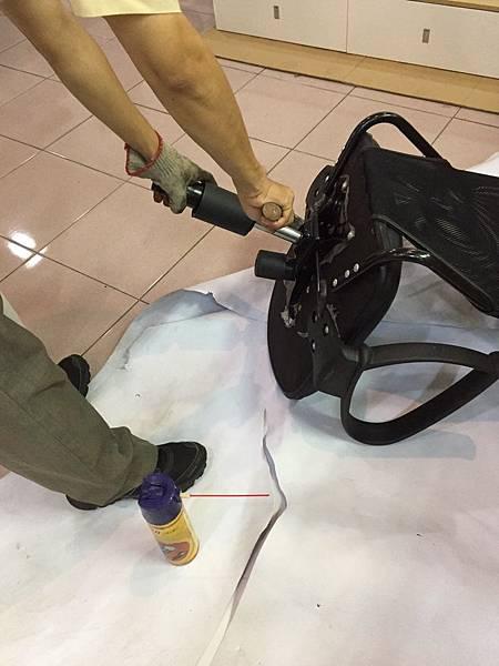 辦公椅維修更換腳 3