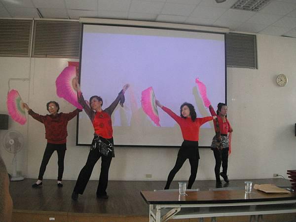 慈善舞蹈班學員表演曲目黃鶴樓