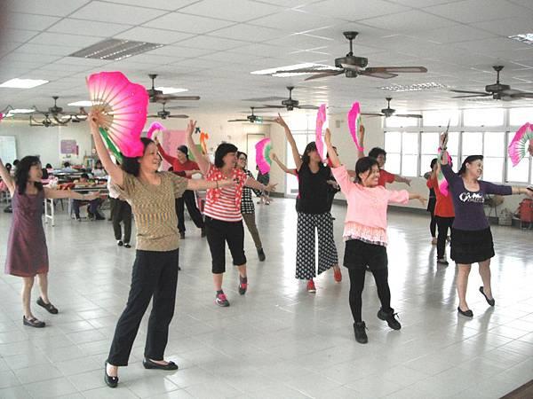 台南大橋里大同世界慈善舞蹈班