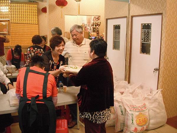社區發放白米慈善活動