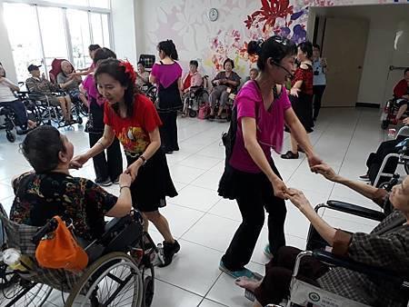 108年7月14日中華大同世界慈善會台南慈善舞蹈班與高雄慈善舞蹈班慰訪活動