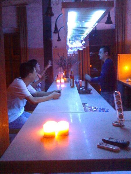 吧台、李驥、酒