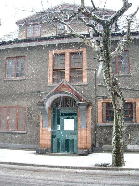 雪中的老洋房