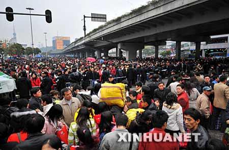 廣州車站20萬人潮