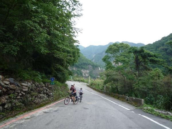 爬坡是騎山路本色.JPG