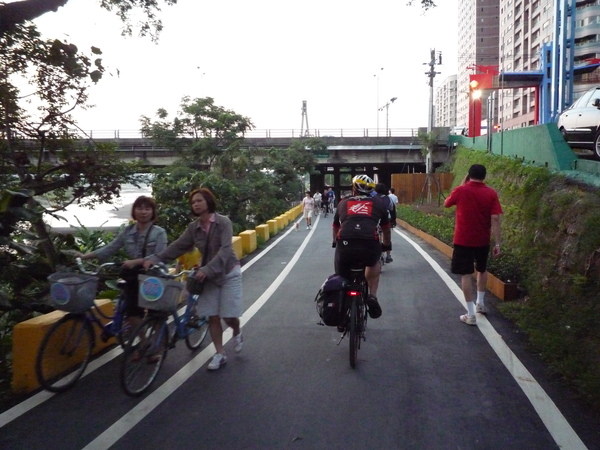 台北環河車道,要回家了.JPG