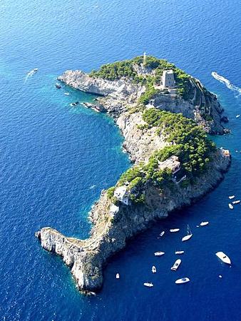 14-13全球最酷十二島-義大利海豚島.png
