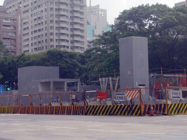 高捷R14巨蛋(三民家商)站2號出口