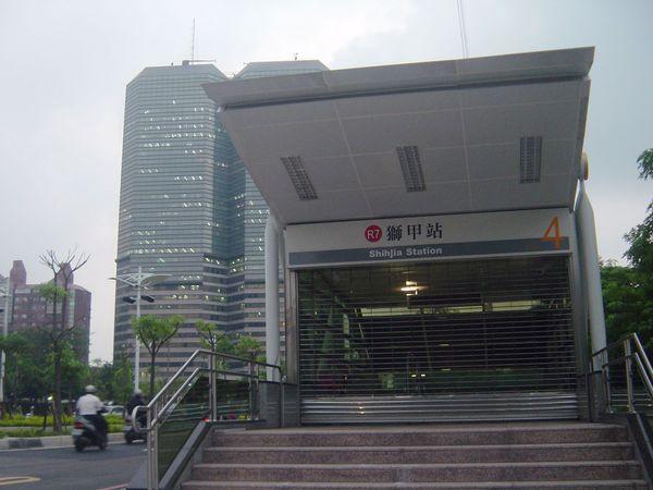 高捷R7獅甲站4號出口
