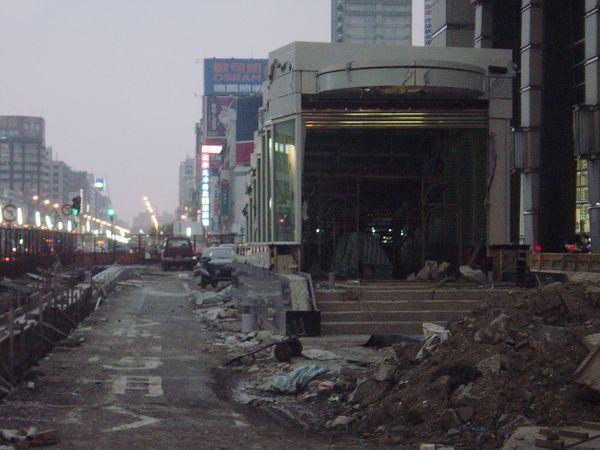 高捷R8三多商圈站3號出口