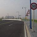 下橋後右轉甲堤南路