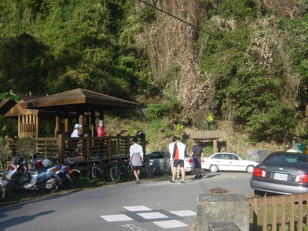 有超多人來這裡健行和騎單車