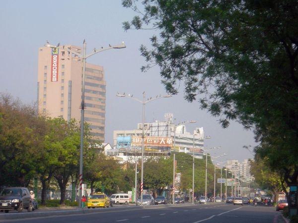 五福路~文化中心大門前