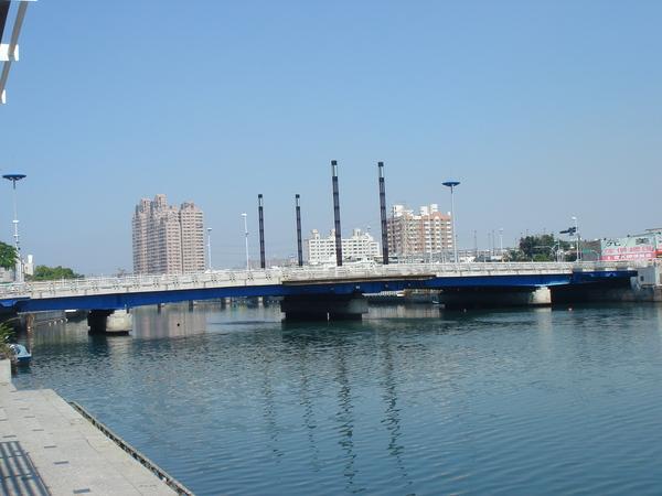 愛河上的建國橋