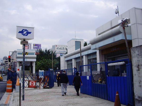 跨過基隆河後的第一站→大直站(2號出口)