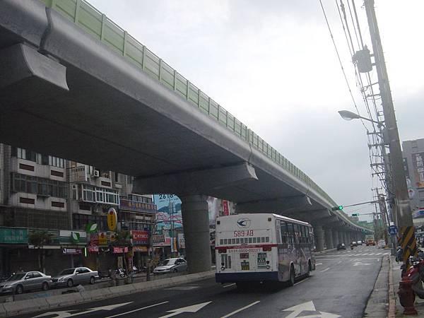 西湖站至港墘站之間的高架橋