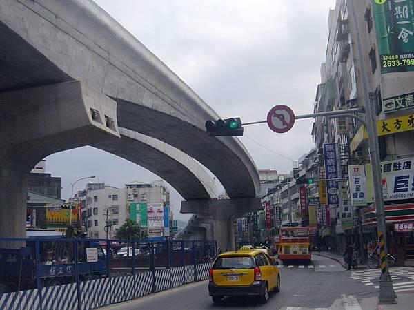 港墘站至文德站間的高架橋