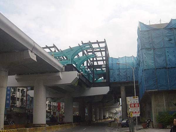文德站,右邊是1號出口