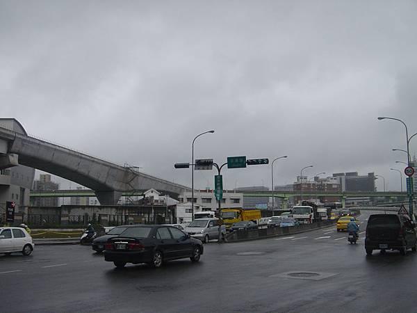 前面是南湖大橋