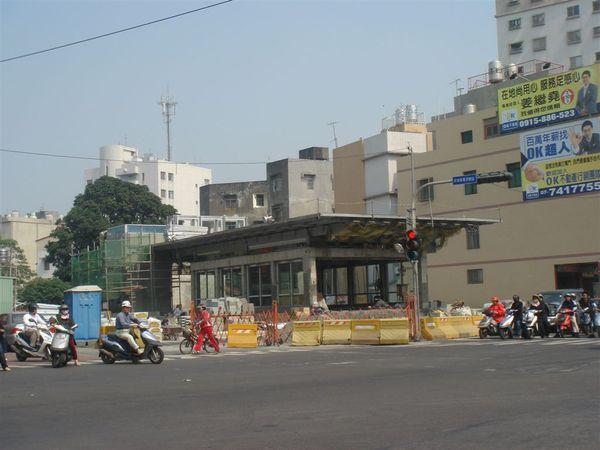 O12鳳山站2號出入口