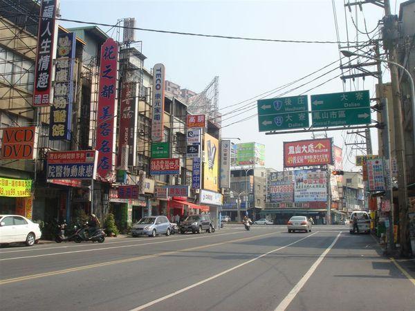 前面路口左轉往屏東(台1戊省道)