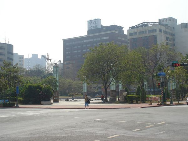 鹽埕圓環,已經改建成噴水公園