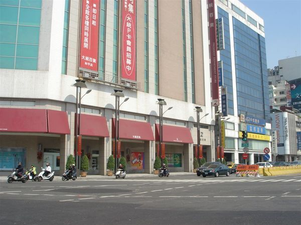 O7文化中心站的的4號出入口,和大統百貨和平店地下共構