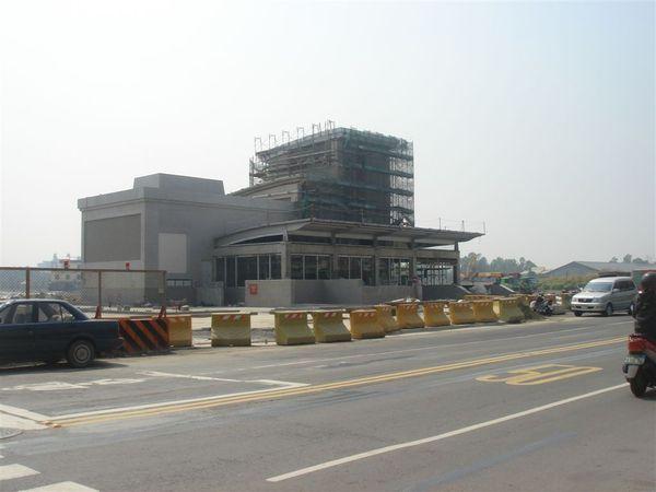 O11鳳山西站1號出入口