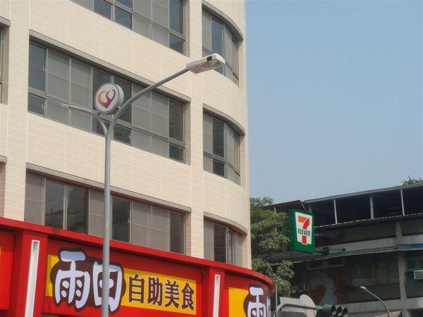 自由路沿線新設計的路燈