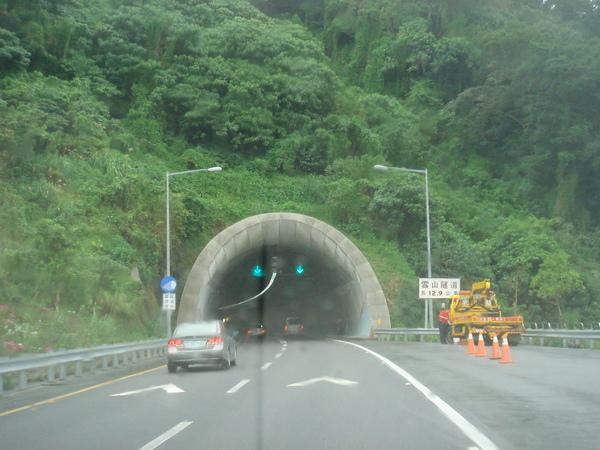 雪山隧道南口,全長12.9K