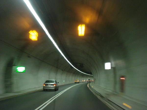 彭山隧道內