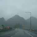 雨勢非常大,雲霧繚繞