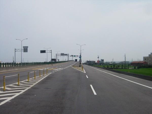 西濱快南下,靠近140縣道交叉口