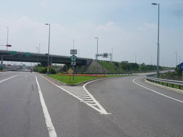 右轉匯出上匝道