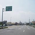 前方為121縣道交叉口