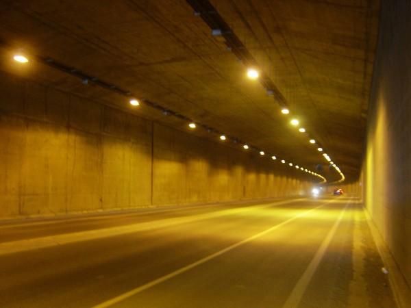 隧道不長,約300公尺