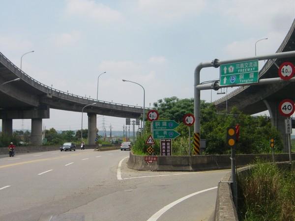 右邊匯出上義里大橋