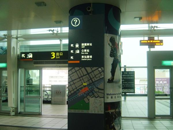 高鐵2F大廳 3號出口指標