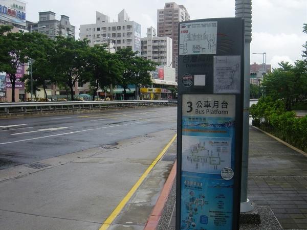 公車站牌3號月台