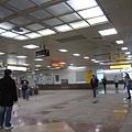 12/31十點半左右的三多商圈站閘門前~人不多