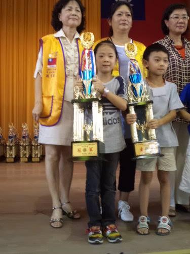 中棋盤 F 組 冠軍 : 徐貫瑜 ( 學棋 10 個月 )