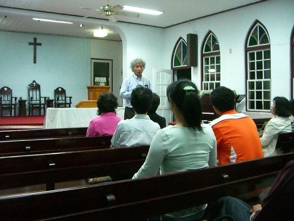 盧牧師講他在關山教會的牧會經驗