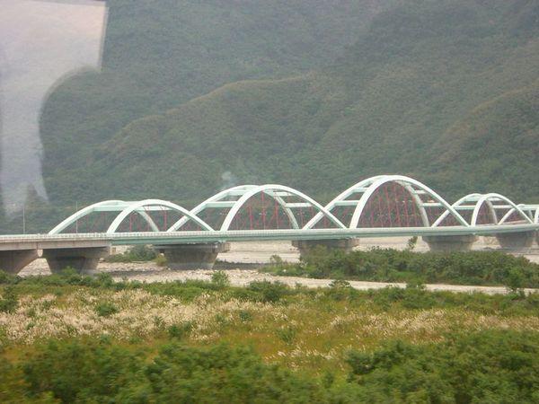從火車上看到的橋