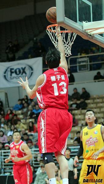 陳子威飛身上籃啦!