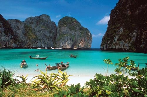 位於泰國南部安達曼海岸的知名海灘度假勝地喀比