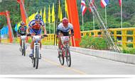 日期:2014年8月30日~2014年8月31日 聯絡資訊:蒲美蓬水庫電話:+66 5554 9509 泰國觀光局達府辦事處電話:+66 5551 4341-3 舉辦這項活動的主要用意是推廣登山自行車比賽成為國際性賽事,遊客可以觀賞並且為國際登山自行車比賽歡呼加油,比賽場地在蒲美蓬水庫地區。國際登山自行車比賽將區分成不同等級組別,包括長程組、業餘組、家庭組…等等。