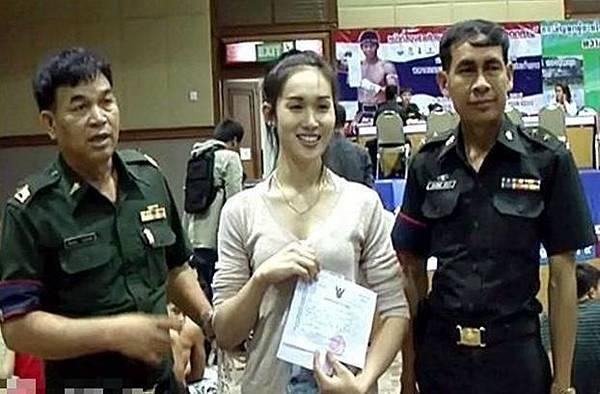泰國人妖去當兵??