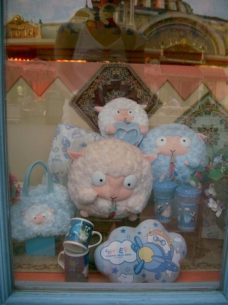 吉祥物--賤羊(臉看起來滿欠扁的)XD